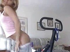 Young dutch bitch showing ass on webcam