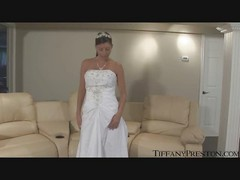 Bride Tiffany deep masturbate