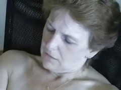 Mature lady masturbating good !