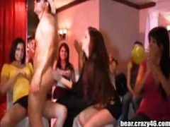 Drunk Girls sucks Stripper