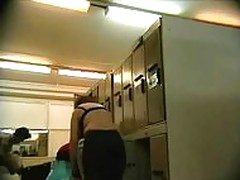 Voyeour - hidden cam in women lockerroom