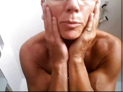 Musculair mature woman with