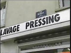 Papy Voyeur-Blonde au pressing