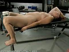 Amateur girl has full body