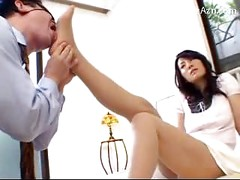 Blindfolded Guy Kissing Licking Girls Leg Who Wearing Pantyhose Getting His Cock Rubbed On The Bed<br>