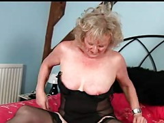 Mature Lady Lets her Fingers do the Talking