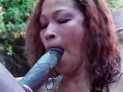 Black bitch blowjobing in the pool<br>