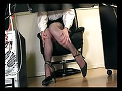 Under desk voyeur cam