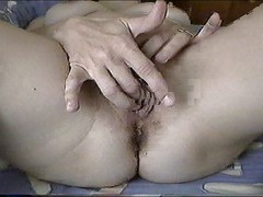 Isabelle fingering to orgasm