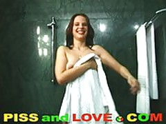 Piss and love : kinga barjo pissing