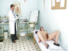 Karin gets speculum inserted