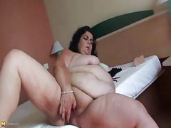 Kinky mature mama playing with toys and herself<br>