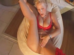 Mature blonde wants to have sex