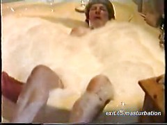 Loud orgasm in the bath tub<br>